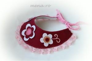 Colier handmade realizat din fetru si dantela roz