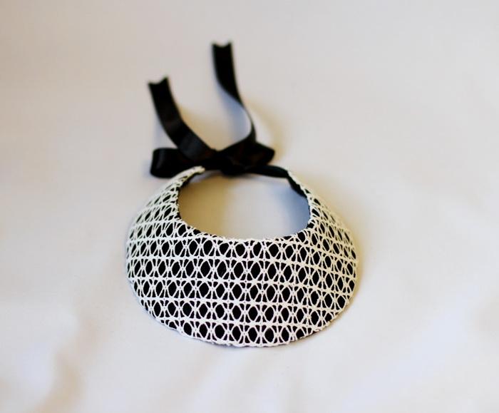 Bijuterii handmade din fetru si dantela-coliere (1)