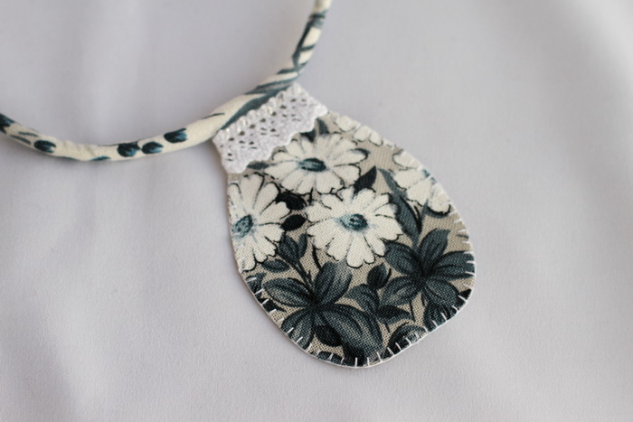 Bijuterii textile cu fetru- colier handmade (17)