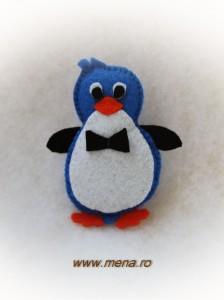 Brosa handmade pinguin din fetru