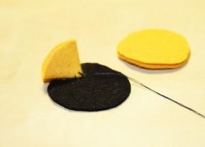 Cum se face o brosa handmade din fetru (39)