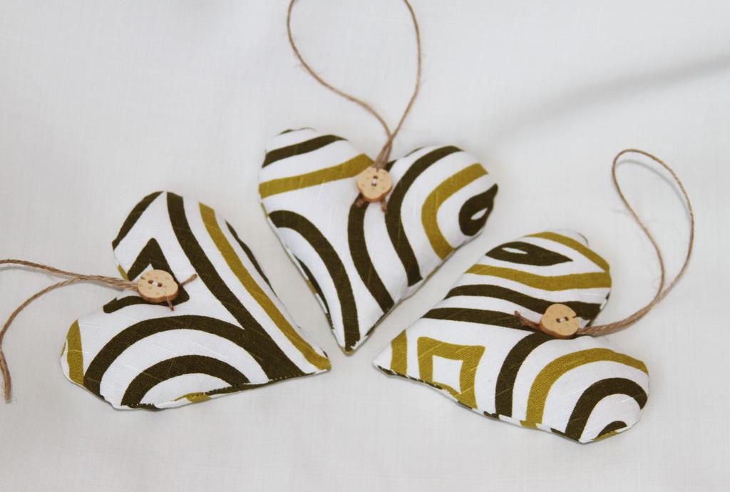 globuri-decoratiuni-handmade-inimioare-textile-4