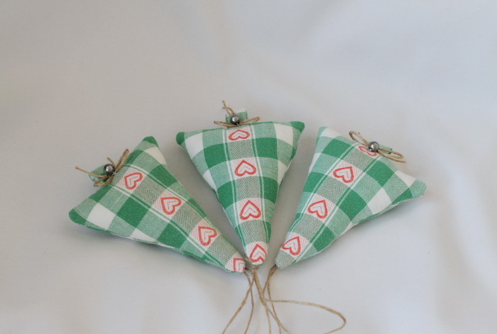 Globuri  handmade din fetru si materiale textile reciclate (18)