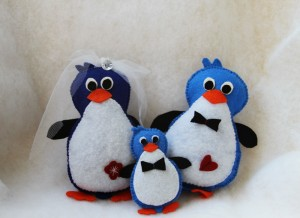 Pinguini handmade realizati din fetru alb, albastru, negru si portocaliu