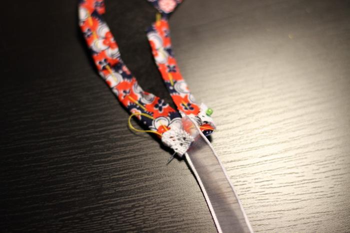 Tutorial-bijuterii din fetru si panza (12)