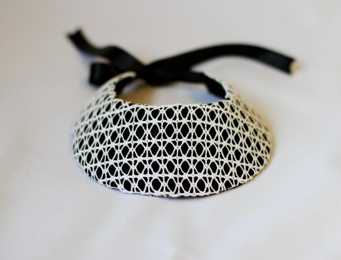 colier handmade alb negru