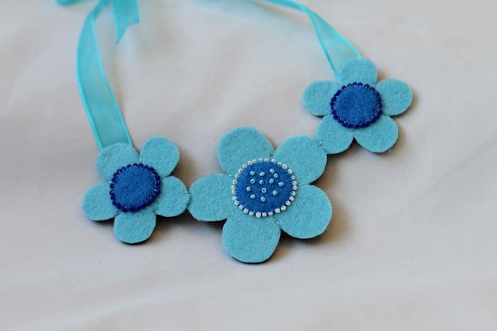 colier handmade flori fetru1