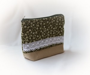 portofel handmade cu flori si dantela