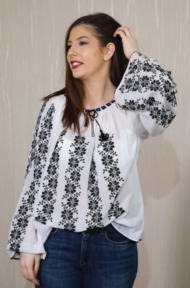 Mai sunt domnișoare care să poarte iile românești autentice?
