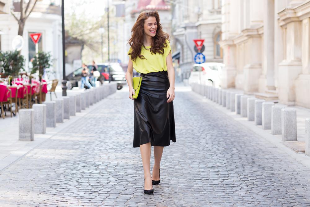 Trendul neon – ideal pentru tinutele feminine din aceasta vara